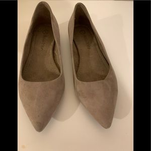 Bella Vita pointed toe suede flat shoes